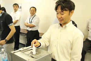 神田カレーグランプリ実行委員長の中俣も投票しました。